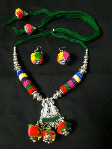 Multi color oxodize Neckles With Earings
